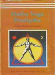 Hatha Yoga Pradipika (Light on Hatha Yoga) Including the Original Sanskrit Test of the Hatha Yoga Pradipika With Translation in English : Elucidates the Entire Science of Hatha Yoga 4th Edition,8185787387,9788185787381